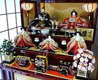 200px-A_doll_displayed_at_the_Girls'_Festival,hina-ningyo,katori-city,japan.jpg